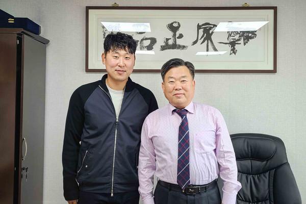 사진:좌)윤석민선수 우)정푸드코리아 정보현대표
